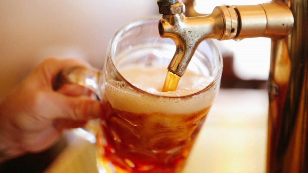 Por qué beber la cerveza en vaso